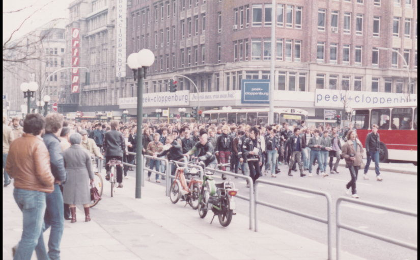 Hamburg 1983 … Punk Demo in the city