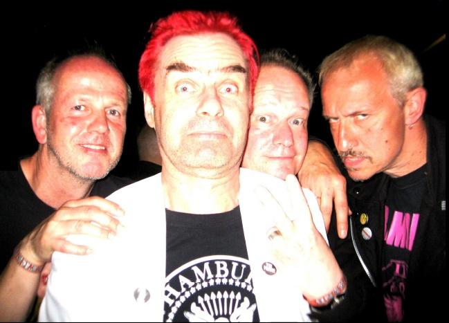 Schuppen 2000: Christian e.F. (Drums), Mr. R. von K. (Lead Vocal & Guitar), Unfug Toni T. (Bass), New Rose Frank N. (Guitar, Soundeffects) ( pic (c) 2016 gehkacken.de)