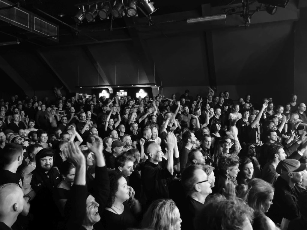 Cheering for encore (Markthalle, Hamburg, 30.11.2018 (c) gehkacken.de)