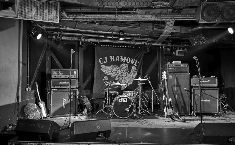 … 1 and 2,3,4 – another goodbye in a packed Hafenklang: CJ Ramone farewell!